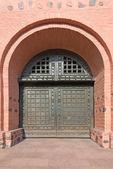 Old metal reinforced big door in fortress — Stock Photo