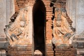 Ruins of ancient Burmese Buddhist pagodas  — Stock Photo