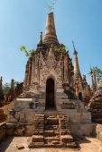 Ruins of ancient Burmese Buddhist pagodas  — ストック写真