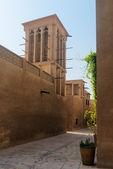 Tiny alleyways in the old merchant quarter of Bastakiya in Dubai — Stock Photo