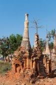 Ruines d'anciennes pagodes de bouddhistes birmans — Photo