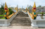 Golden naga snakes on staircases of buddhist temple in Thailand — Stock Photo