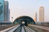 Arriving at a Metropolitan Transit Station in Dubai by Rail — Stock Photo