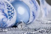 Christmas ball on shiny background — Stockfoto