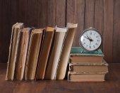Alarm clock and book. — Stock Photo
