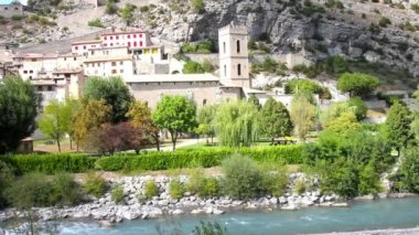 The medieval city of Entrevaux and the Var river, Cote d'Azur, France — Stock Video