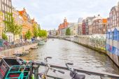 Amsterdam canal and bikes — Stock fotografie