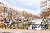амстердам канал и велосипеды — Стоковое фото