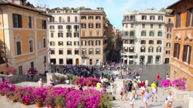 People walking in the Spanish steps, in the Piazza di Spagna, Rome, Italy — Vídeo stock