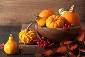 装饰南瓜与万圣节秋叶之静美 — 图库照片