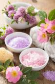 Spa with pink herbal salt and wild rose flowers clover — Zdjęcie stockowe