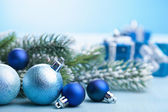 Decoración y regalos de navidad azul — Foto de Stock