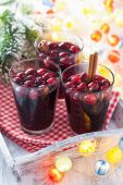 Glass of mulled wine with cranberry and spices, winter drink — Stock Photo