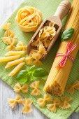 Raw pasta farfalle spaghetti penne tagliatelle. italian cuisine — Stock Photo