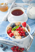 Healthy breakfast with cornflakes and berry — Stockfoto