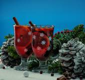 Cups with hot mulled wine in Christmas still life  — Stock Photo