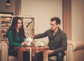 Young couple drinking coffee during discussion — Stock Photo
