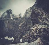 Woman hiker sitting on a mountain peak  — Stock Photo