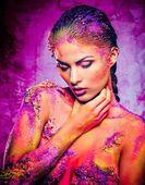 Kadın kavramsal renkli vücut sanatı ile — Stok fotoğraf
