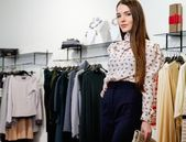 Fashionable young woman in a fashion showroom — Stock Photo