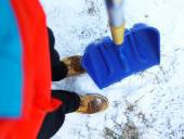 Worker on the street ,shoveling snow — Stok fotoğraf