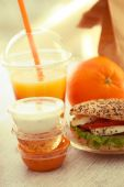 Sesame and poppyseed mozarella bun with sauces and juice — Stock Photo