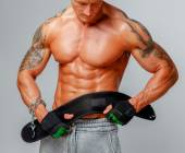 Muscular man poses showing his body — Foto Stock