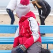 Little girl possing on winter beach — Stockfoto #65778765
