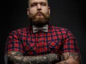 Man in red shirt and bow tie. — Stock Photo