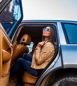 Mulher bonita em um carro — Fotografia Stock