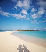 Ocean, beach and blue sky — Stock Photo