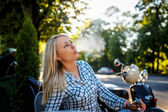 Blond female smoking cigarette — Стоковое фото