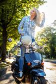 Casual girl in blue jeans and tshirt  — Stockfoto
