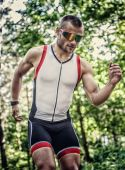 Runner man in sportswear and sunglasses — Stock Photo