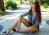 Sexy brunette girl in sunglasses. — Stock Photo