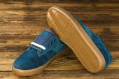 Темно синий мужской обуви — Стоковое фото
