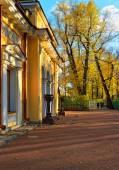 Pavilion in Summer garden in St-Petersburg, — Stock Photo