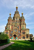Peter and Paul Cathedral in Peterhof, St-Petersburg, Russia. — Stock Photo