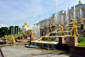 The Grand Cascade, palace and Samson Fountain in Peterhof, — Stock Photo