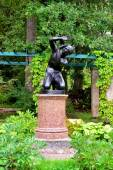 Statue of the boy in garden Oranienbaum, Lomonosov, — Stock Photo