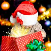 Child  with christmas gift — Stock Photo