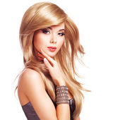 Beautiful blond woman with long hairstyle — Stockfoto