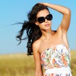 Beautiful woman in black sunglasses — Stock Photo #57506629