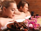 Attractive couple relax in spa salon. — Stockfoto