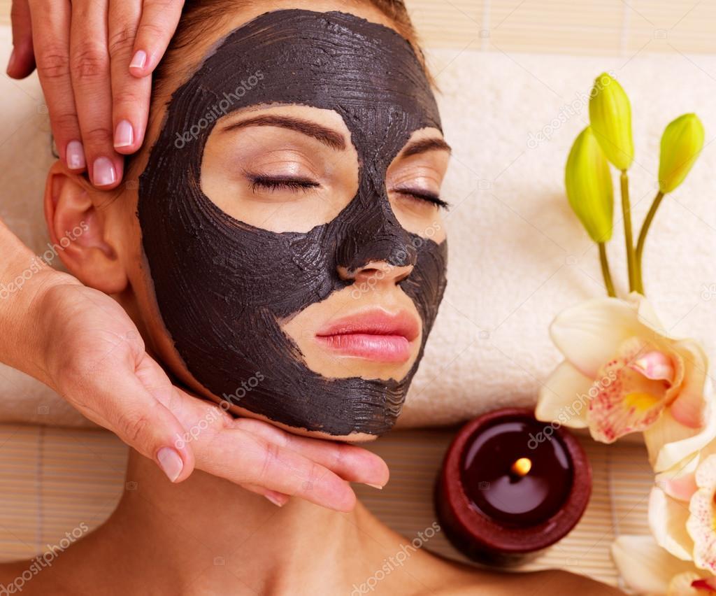 Полезна маска для лица в домашних условиях