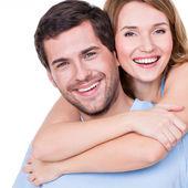счастливая молодая пара — Стоковое фото