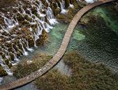 Diagonal Wooden Catwalk by Waterfalls — Stock Photo