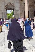 Завуалированное турецких женщин в Голубой мечети — Стоковое фото