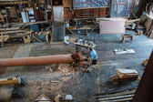 Ship's carpenter works on a new mast  — Stock Photo
