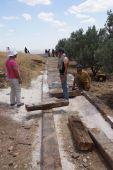Workers install a new ramp walkwa — Stockfoto